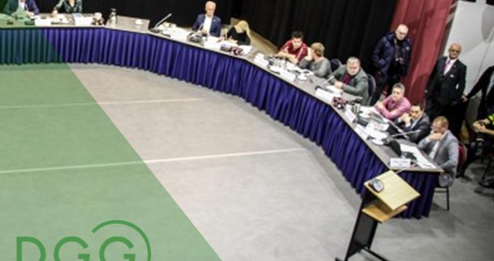 de gemeenteraad in vergadering